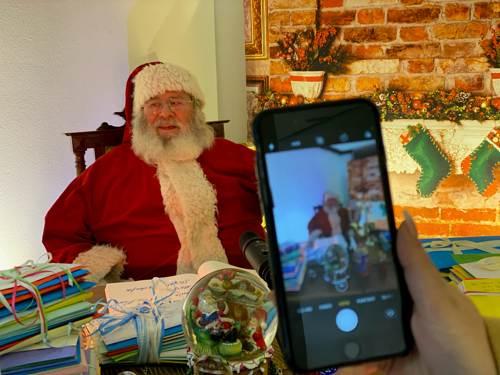 Videokonferenz-mit-dem-Weihnachtsmann