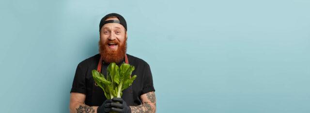 Mann mit Gemüse © Adobe Stock
