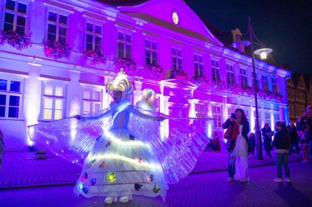 Walking Act-Late-Light-Shopping-Leuchtfigur